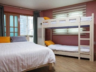Apartments with three rooms and three bathrooms, Seoul