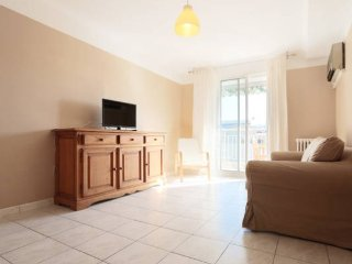 Large 2-Bed Apt close to the sandy beaches, Juan-les-Pins
