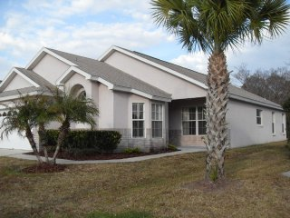 Beautiful 4BR/2BA Pool Home on Conservation lot, Kissimmee