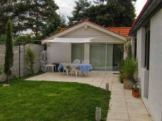 Garden Cottage, with Geneva Transport Card, Genf