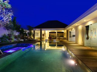 Wonderful modern villa with its infinity pool, Seminyak