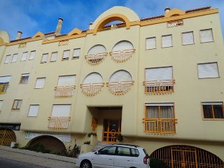 Peniche up to 6 people 100 meters from the beach
