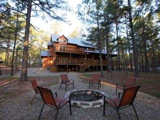Treasured Times Luxury Cabin near Broken Bow Lake