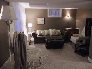 Executive Garden Suite -  separate entrance, Barrie