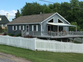 1000 Islands Retreat-Stunning Views! River Access!, Clayton