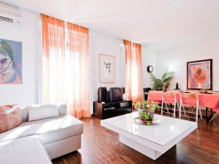 Caixa Forum apartment in Huertas with WiFi, airconditioning & balkon.
