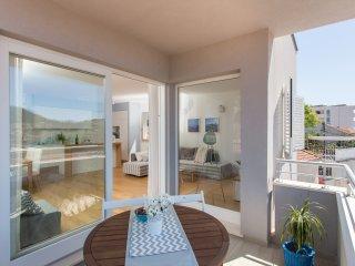 Apartments Villa Karmen-Three-Bedroom Apartment with Balcony and Sea View (Mark)