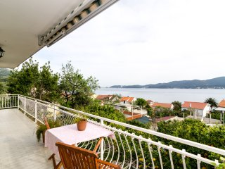 Apartments Klara- Three Bedroom Apartment with Balcony and Sea View