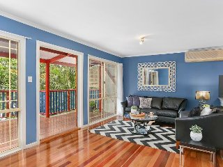 Perfect Position - Cute Cottage - Walk to City, Brisbane