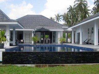 Bang Kao Tropical Pool Villa