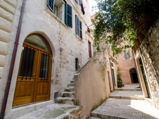 Budget Old Town-Two-Bedroom Apartment with Sofa Bed - Resticeva Street 1 BR1