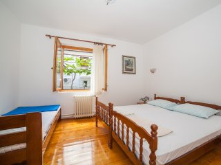 Guest House Radojicic - Triple Room with Shared  Bathroom 4