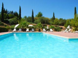 2 bedroom , 2 bathroom villa with pool in Agde