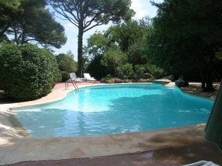 2 bedroom , 2 bathroom villa with pool in Agde