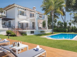 Villa in Marbella Golden Mile, Close to Beach