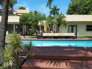 Ft. Lauderdale Waterfront Estate - Walk to Beach!, Fort Lauderdale