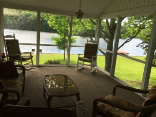 Beautiful lake house on Tacoma Lakes near Coast, Litchfield