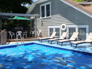2 FUN 4 Bedroom 2 Bath COTTAGES each Sleep 10 people Beach-Pool-Hot Tub and More