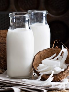 Fresh organic coconut milk is nutritious, creamy, luxurious and easy! Want to learn? No problem!