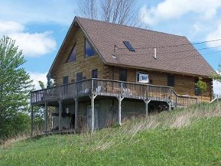 2 Bedroom/1 Bath Cozy Log Cabin, Lac Ariel