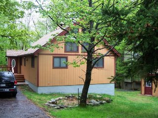 2 Bedroom/1.5 Bath Charming Cabin, Lake Ariel