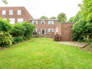 PERFECT FOR STAYCATIONS CLINICALLY SANITISED! DETACHED HOUSE WITH SUNNY GARDEN