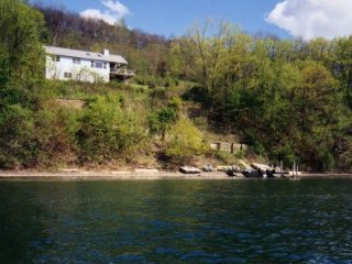 K12 - Tranquility on the Bluff, Keuka Park