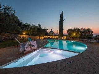 TRULLI BOUGANVILLE with pool, Monopoli