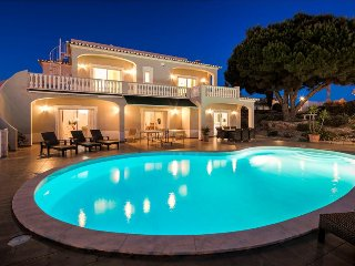Villa Gemma - Fabulous 5 bedroom villa with pool, games room and sea views, Carvoeiro