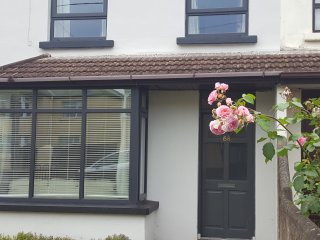 Glasheen Cork City 4 Bed  sleeps 8 Private Parking