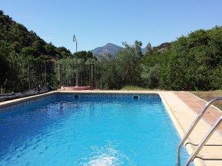 Finca Los Laureles: casa de campo con piscina