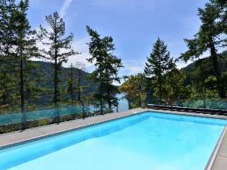 Executive Waterfront 5 Bedroom Home with Pool Hot Tub and Private Dock
