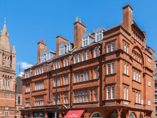 Designer 5-bed flat in Mayfair Oxford street
