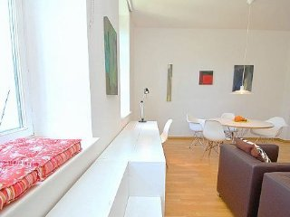 Mediterrane Stadtwohnung: 2 Räume + Wohnküche