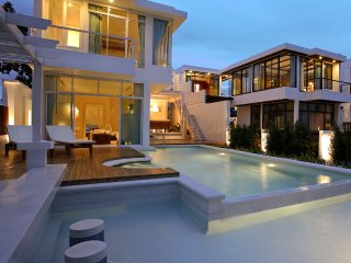Luxury3Bedrooms Beachfront Pool Villa at Pranburi