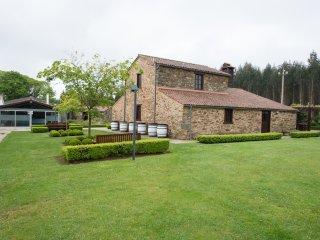 Stunning stone house with heated swimming pool in idyllic environment, Boimorto