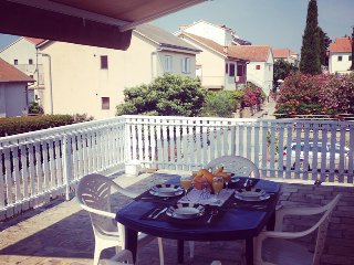 Apartment near the beach with sea view, wifi, parki - The heart of Croatia *****, Pirovac