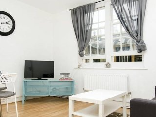 Cosy St Pancras London Apartment with WIFI