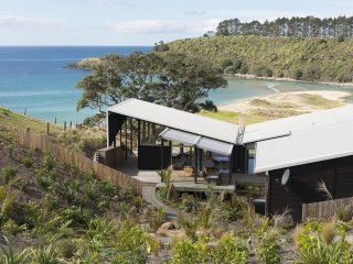 Otaha Beachfront Lodge