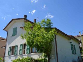 Casa in collina con giardino e posto auto, 7 letti, Rimini