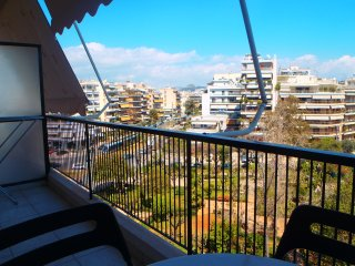 Amazing view great location near tram-for families, Atenas
