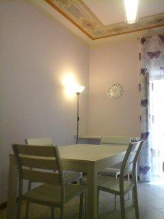 CUCINA tavolo allungabile e 13 sedie