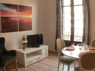 apart. downtown Urgell Eix. close Ramblas WIFI,
