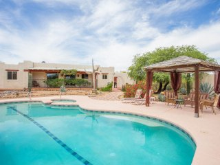 Hacienda on 4 acres close to Town, Nat Park & Golf, Tucson