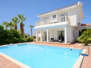 Villa With Private Pool In The Heart Of Coral Bay, Peyia