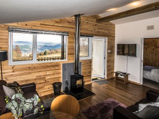 Self Catering Lodge overlooking Loch Ness