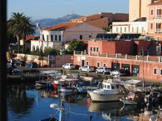 """Mini appartamento sul porto """"cala gavetta"""", La Maddalena"""