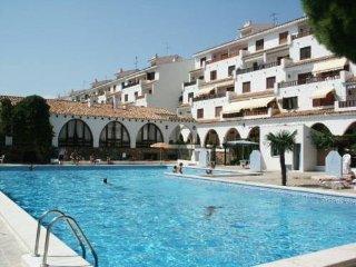 Apartamento con jardin,terraza con piscina y playa