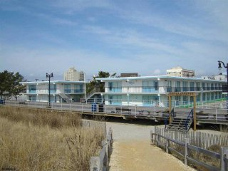 1 BEDROOM CONDO - JULY SPECIAL ON THE BEACH, Atlantic City