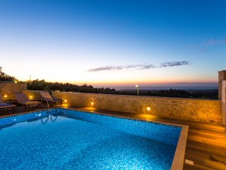 Fabulous Villa Fragkia with pool, laptop and bikes, Rethymnon
